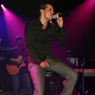 El DeBarge Performs at CD Release Show for Album Second Chance