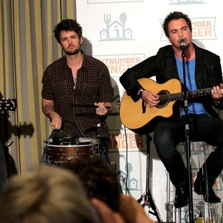 Eli Young Band in Outnumber Hunger Benefit to Fight Hunger
