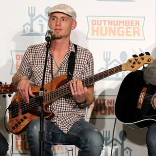 Jon Jones, Eli Young Band in Outnumber Hunger Benefit to Fight Hunger