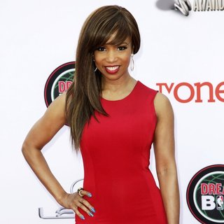 Elise Neal in 45th NAACP Image Awards - Arrivals