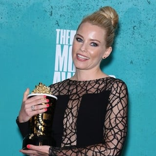 Elizabeth Banks in 2012 MTV Movie Awards - Press Room