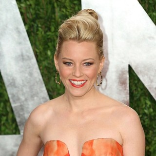 Elizabeth Banks in 2013 Vanity Fair Oscar Party - Arrivals
