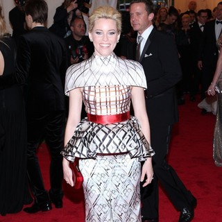 Elizabeth Banks in Schiaparelli and Prada Impossible Conversations Costume Institute Gala