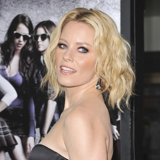 Elizabeth Banks in Los Angeles Premiere of Pitch Perfect