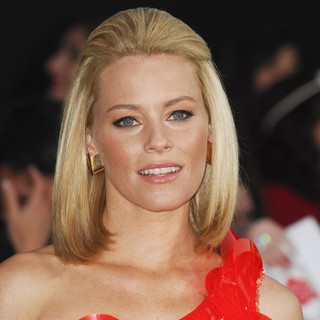 Elizabeth Banks in Los Angeles Premiere of The Hunger Games - Arrivals - elizabeth-banks-premiere-the-hunger-games-02