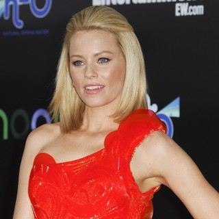 Elizabeth Banks in Los Angeles Premiere of The Hunger Games - Arrivals - elizabeth-banks-premiere-the-hunger-games-03