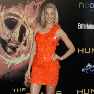 Elizabeth Banks in Los Angeles Premiere of The Hunger Games - Arrivals - elizabeth-banks-premiere-the-hunger-games-08