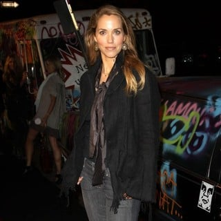 Elizabeth Berkley in Exit Through The Gift Shop - A Banksy Film USA Premiere - elizabeth-berkley-premiere-a-banksy-film-usa-02