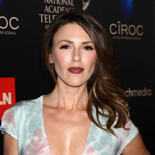 Elizabeth Hendrickson in The 40th Annual Daytime Emmy Awards - Arrivals