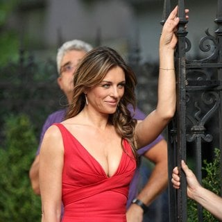 Elizabeth Hurley in Shooting for Gossip Girl