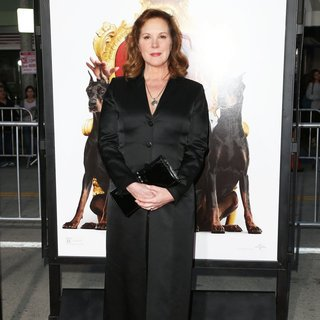 Elizabeth Perkins in Film Premiere The Boss
