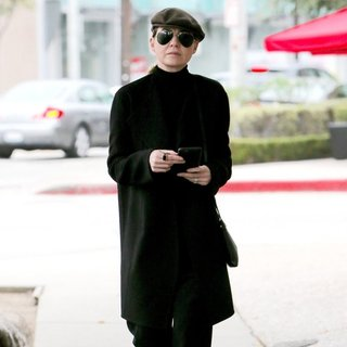 Ellen Pompeo - Ellen Pompeo Seen Leaving A Nail Salon