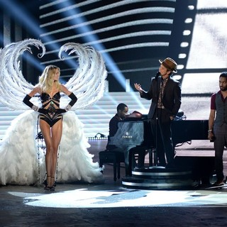 Lindsay Ellingson, Bruno Mars in The 2012 Victoria's Secret Fashion Show - Inside