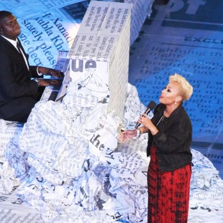 Emeli Sande in London 2012 Olympic Games - Closing Ceremony