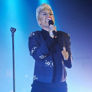 Emeli Sande in Emeli Sande Performs Live in Concert on The First Night of Her UK Tour
