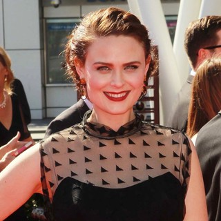 Emily Deschanel in 2012 Creative Arts Emmy Awards - Arrivals