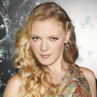 The LA Premiere of Final Destination 5 - emma-bell-premiere-final-destination-5-03
