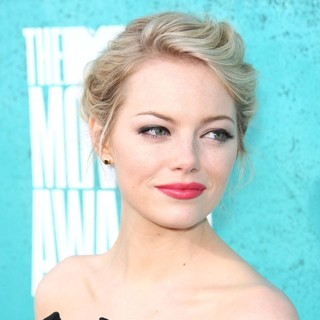 Emma Stone in 2012 MTV Movie Awards - Arrivals