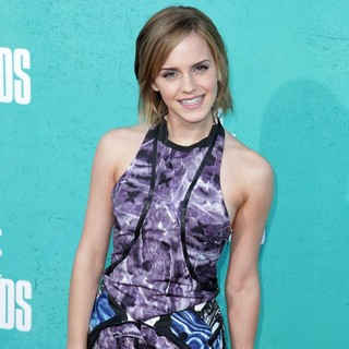 Emma Watson in 2012 MTV Movie Awards - Arrivals