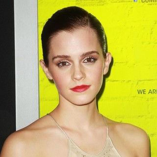 Emma Watson in The Los Angeles Premiere of The Perks of Being a Wallflower - Arrivals