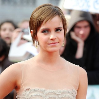 Harry Potter and the Deathly Hallows Part II World Film Premiere - Arrivals - emma-watson-world-premiere-deathly-hallows-part-ii-02
