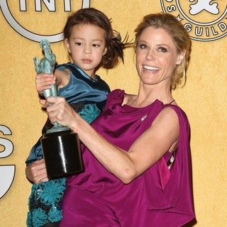 Aubrey Anderson-Emmons, Julie Bowen in The 18th Annual Screen Actors Guild Awards - Press Room