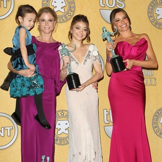 Aubrey Anderson-Emmons, Julie Bowen, Sarah Hyland, Sofia Vergara in The 18th Annual Screen Actors Guild Awards - Press Room