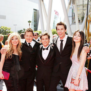Jennette McCurdy, Nathan Munck, Nathan Kress, Jerry Trainor, Miranda Cosgrove in 2010 Creative Arts Emmy Awards - Arrivals