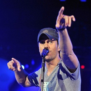Enrique Iglesias in B96 Sobe Lifewater Jingle Bash