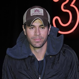 Enrique Iglesias - Enrique Iglesias Meets Fans and Signs Copies of His New Album