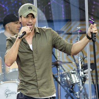 Enrique Iglesias on GMA Summer Concert Series - enrique-iglesias-on-gma-summer-concert-series-12