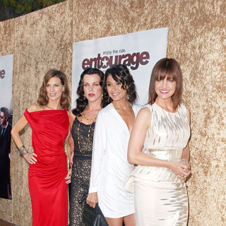 Perrey Reeves, Debi Mazar, Emmanuelle Chriqui, Carla Gugino in Los Angeles Premiere of The HBO Original Series 'Entourage' - Arrivals