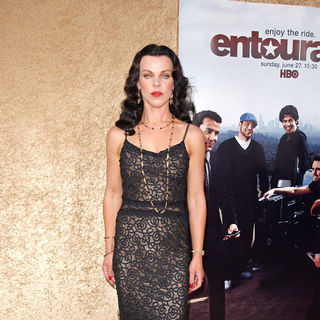 Debi Mazar in Los Angeles Premiere of The HBO Original Series 'Entourage' - Arrivals - entourage_premiere_65_wenn2891540