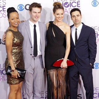 Erinn Hayes in People's Choice Awards 2013 - Red Carpet Arrivals - erinn-cregger-hayes-bradford-people-s-choice-awards-2013-02