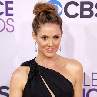 Erinn Hayes in People's Choice Awards 2013 - Red Carpet Arrivals