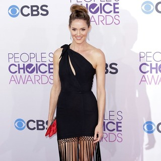 Erinn Hayes in People's Choice Awards 2013 - Red Carpet Arrivals - erinn-hayes-people-s-choice-awards-2013-02