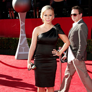 Kendra Wilkinson in 2010 ESPY Awards - Arrivals