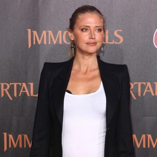 Estella Warren in Immortals 3D Los Angeles Premiere