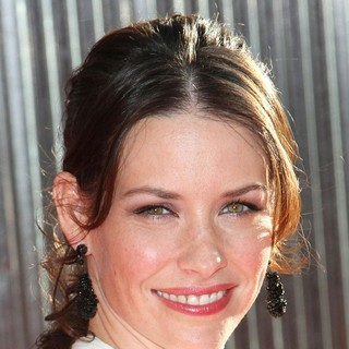 Evangeline Lilly in Los Angeles Premiere of Real Steel - evangeline-lilly-premiere-real-steel-01