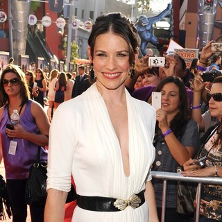 Evangeline Lilly in Los Angeles Premiere of Real Steel