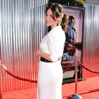 Evangeline Lilly in Los Angeles Premiere of Real Steel - evangeline-lilly-premiere-real-steel-06