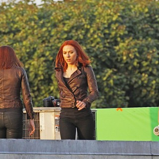 Scarlett Johansson in Filming Scenes for Movie Captain America: The Winter Soldier - evans-johansson-filming-captain-america-the-winter-soldier-02
