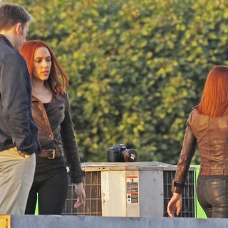 Scarlett Johansson in Filming Scenes for Movie Captain America: The Winter Soldier - evans-johansson-filming-captain-america-the-winter-soldier-04