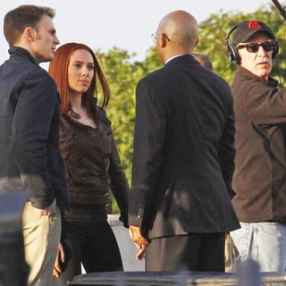Scarlett Johansson in Filming Scenes for Movie Captain America: The Winter Soldier - evans-johansson-filming-captain-america-the-winter-soldier-06