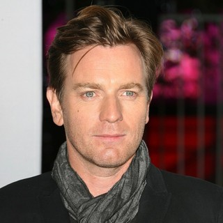 Ewan McGregor in 2012 People's Choice Awards - Arrivals