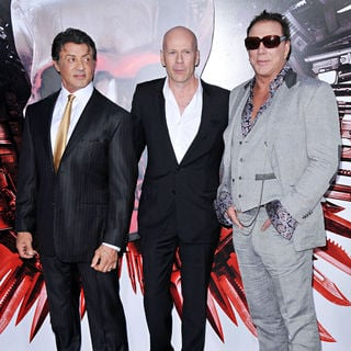 Bruce Willis in Los Angeles Premiere of 'The Expendables' - expendables_premiere_52_wenn2950308