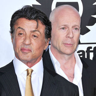 Bruce Willis in Los Angeles Premiere of 'The Expendables' - expendables_premiere_54_wenn2950331