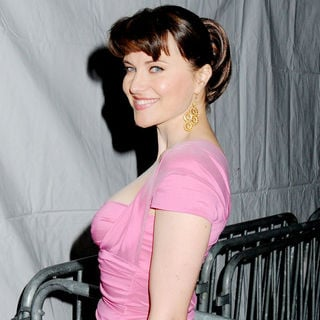 Lucy Lawless in Premiere of 'Extraordinary Measures'