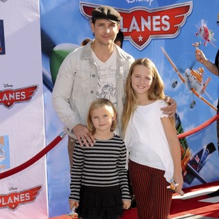 Peter Facinelli, Fiona Eve Facinelli, Lola Ray Facinelli in Los Angeles Premiere of Disney's Planes