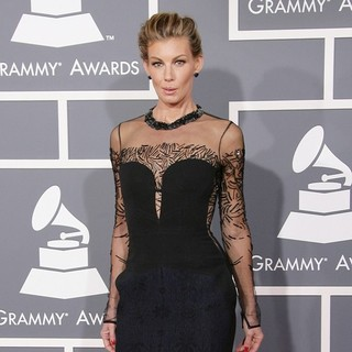Faith Hill in 55th Annual GRAMMY Awards - Arrivals - faith-hill-55th-annual-grammy-awards-03
